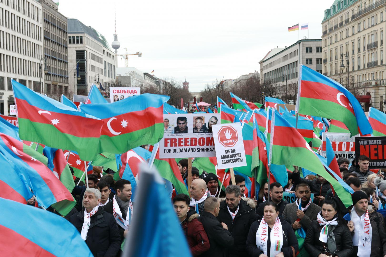 В Берлине прошел Общеевропейский Карабахский митинг (ФОТО) - Gallery Image