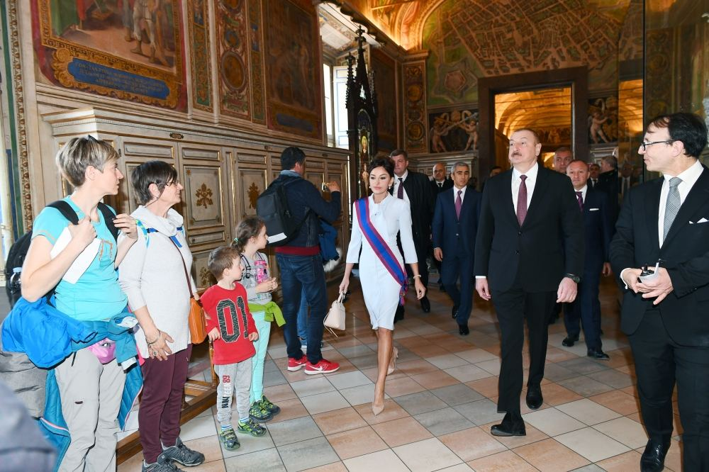 President Ilham Aliyev and first lady Mehriban Aliyeva viewed Sistine Chapel and St. Peter's Basilica in Vatican (PHOTO)