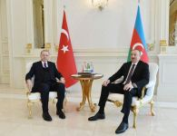 Azerbaijani, Turkish presidents hold one-on-one meeting (PHOTO) - Gallery Thumbnail