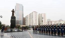 Президент Ильхам Алиев и Первая леди Мехрибан Алиева приняли участие в церемонии почтения памяти жертв Ходжалинского геноцида (ФОТО) - Gallery Thumbnail