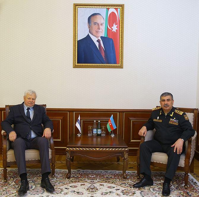 El Ministro de Defensa se reúne con el Representante personal del Presidente en ejercicio de la OSCE 30