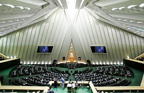 Iran gov't, parliament consider allocating foreign currency for basic goods import
