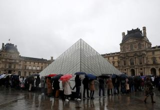 Louvre museum closed as management, workers meet over coronavirus risks