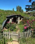 180-дневное кругосветное путешествие продолжается: Фарид Новрузи побывал в деревне хоббитов и не только (ФОТО) - Gallery Thumbnail