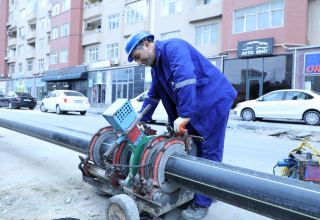 На некоторых улицах Хатаинского района Баку проводится замена газопровода (ФОТО)