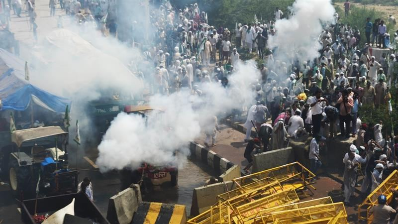 Indian police fire tear gas at jobless workers defying coronavirus lockdown