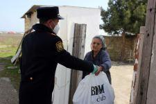 Siyəzəndə kimsəsiz insanlara yardımlar edilir, xüsusi karantin rejiminə nəzarət gücləndirilir (FOTO) - Gallery Thumbnail