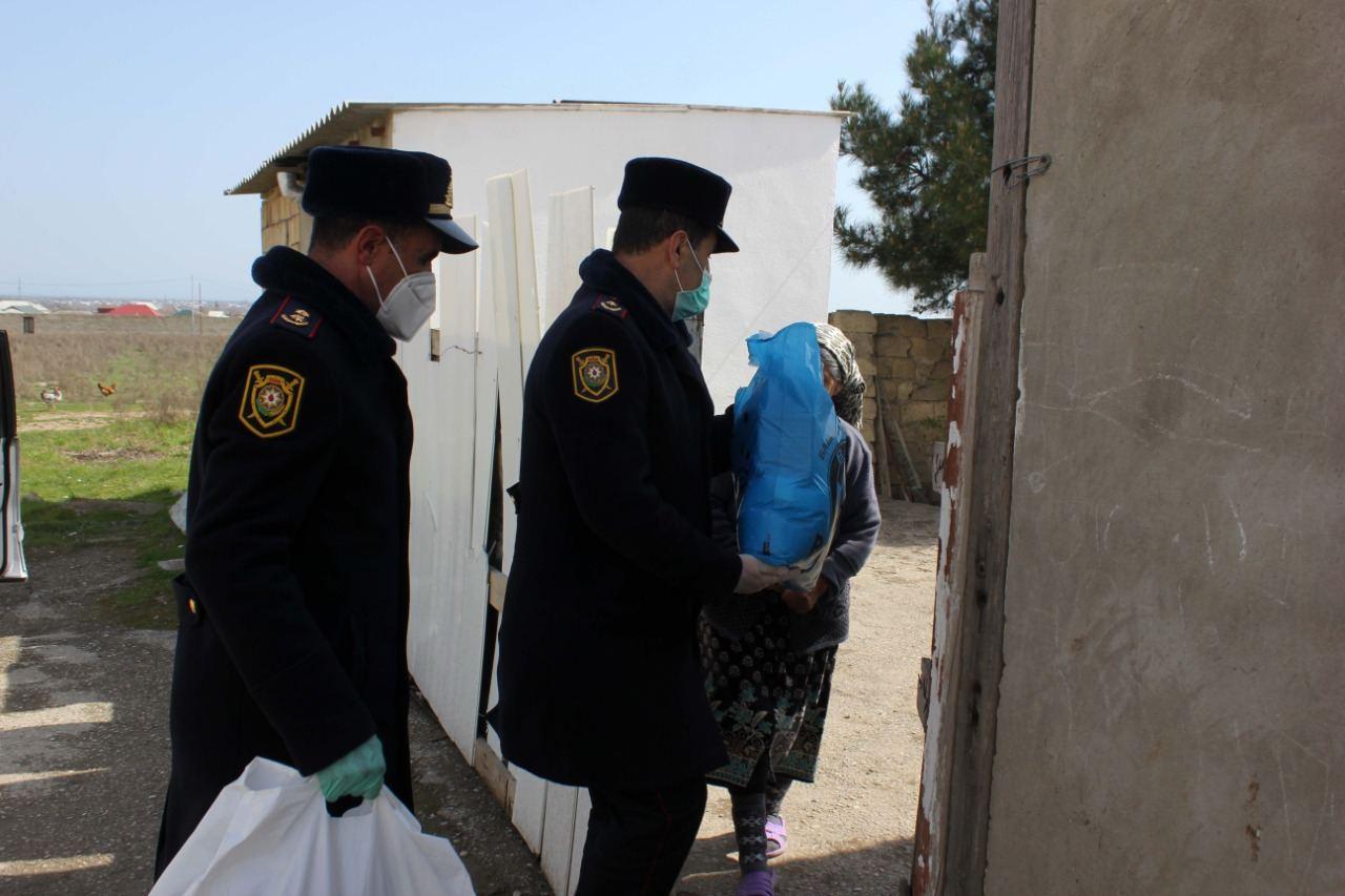 Siyəzəndə kimsəsiz insanlara yardımlar edilir, xüsusi karantin rejiminə nəzarət gücləndirilir (FOTO) - Gallery Image