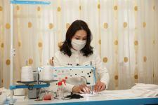 Глава ИВ Хачмазского района Эльнур Рзаев выразил поддержку деятельности портной, которая оказывает образцовые услуги в борьбе с коронавирусом (ФОТО) - Gallery Thumbnail
