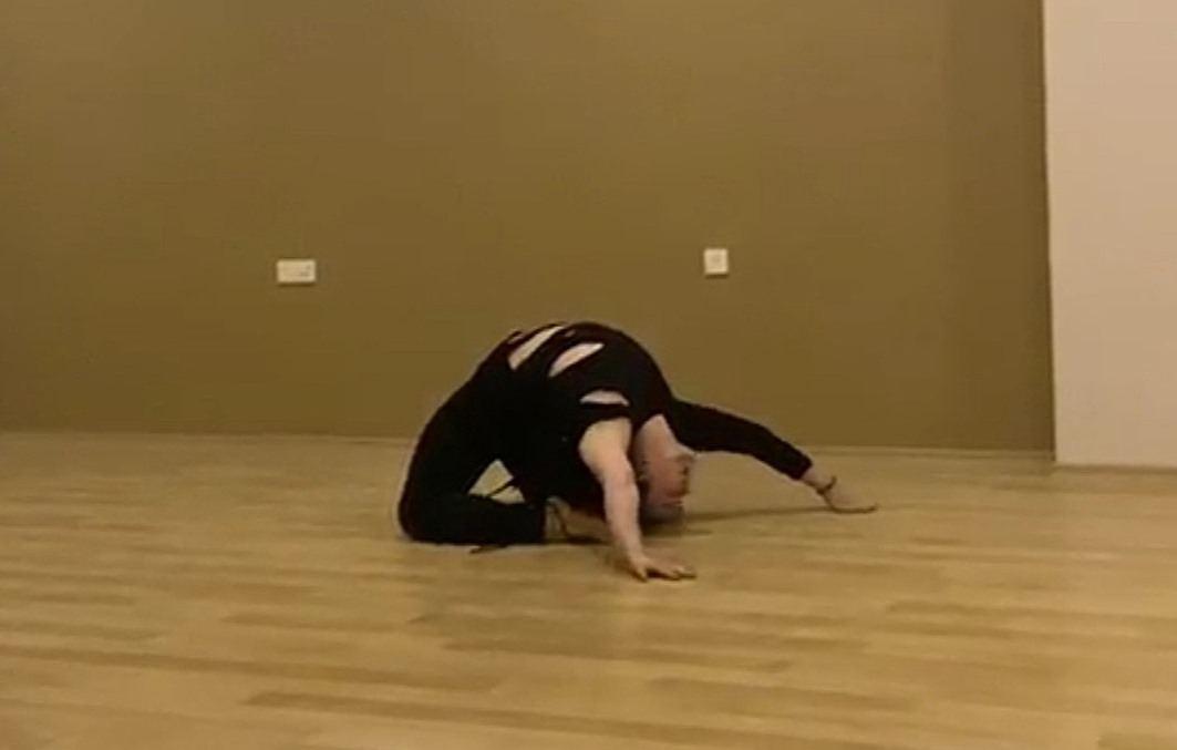 Танцор из Москвы в карантинном центре Баку выступил с концертом (ВИДЕО, ФОТО) - Gallery Image