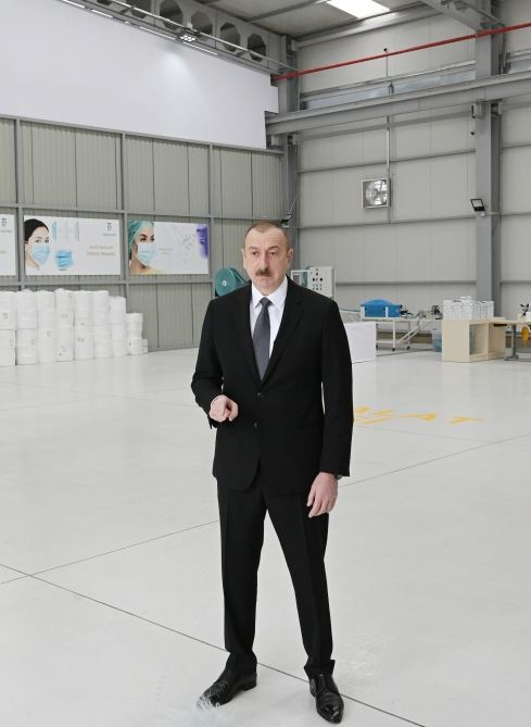President Ilham Aliyev, First Lady Mehriban Aliyeva attend opening of medical masks manufacturing enterprise in Sumgayit Chemical Industrial Park (PHOTO/VIDEO) - Gallery Image
