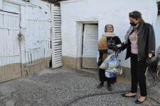 Депутат Севиль Микаилова оказала продовольственную помощь малообеспеченным семьям и одиноким лицам (ФOTO) - Gallery Thumbnail