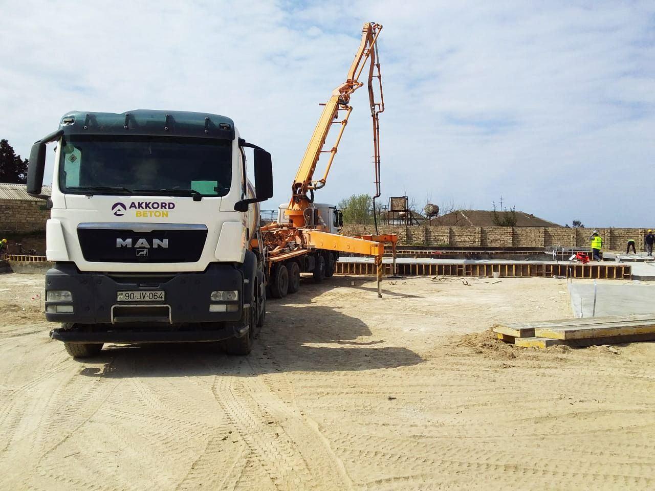 """""""Qazax Sement Zavodu"""" koronavirusla bağlı inşa olunan xəstəxanaları betonla təmin edir (FOTO) - Gallery Image"""