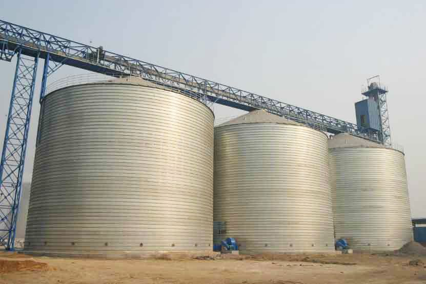 Azerbaijani company talks construction of silos in districts