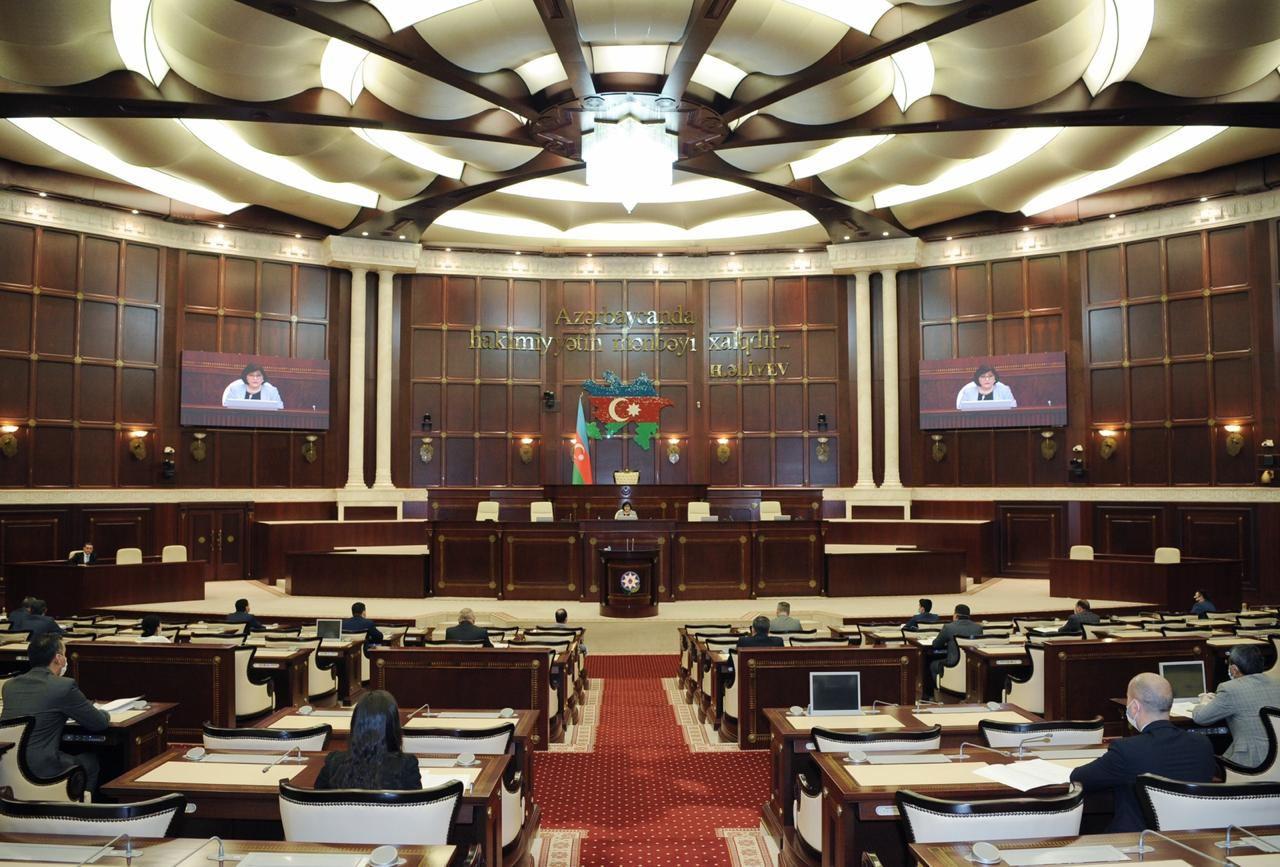 Bakı, Sumqayıt və Abşeronun seçki dairələrini təmsil edən deputatların köməkçiləri ilə görüş keçirilib (FOTO)