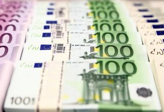 Euro ticks up on EU joint recovery fund, yen near 5-week low
