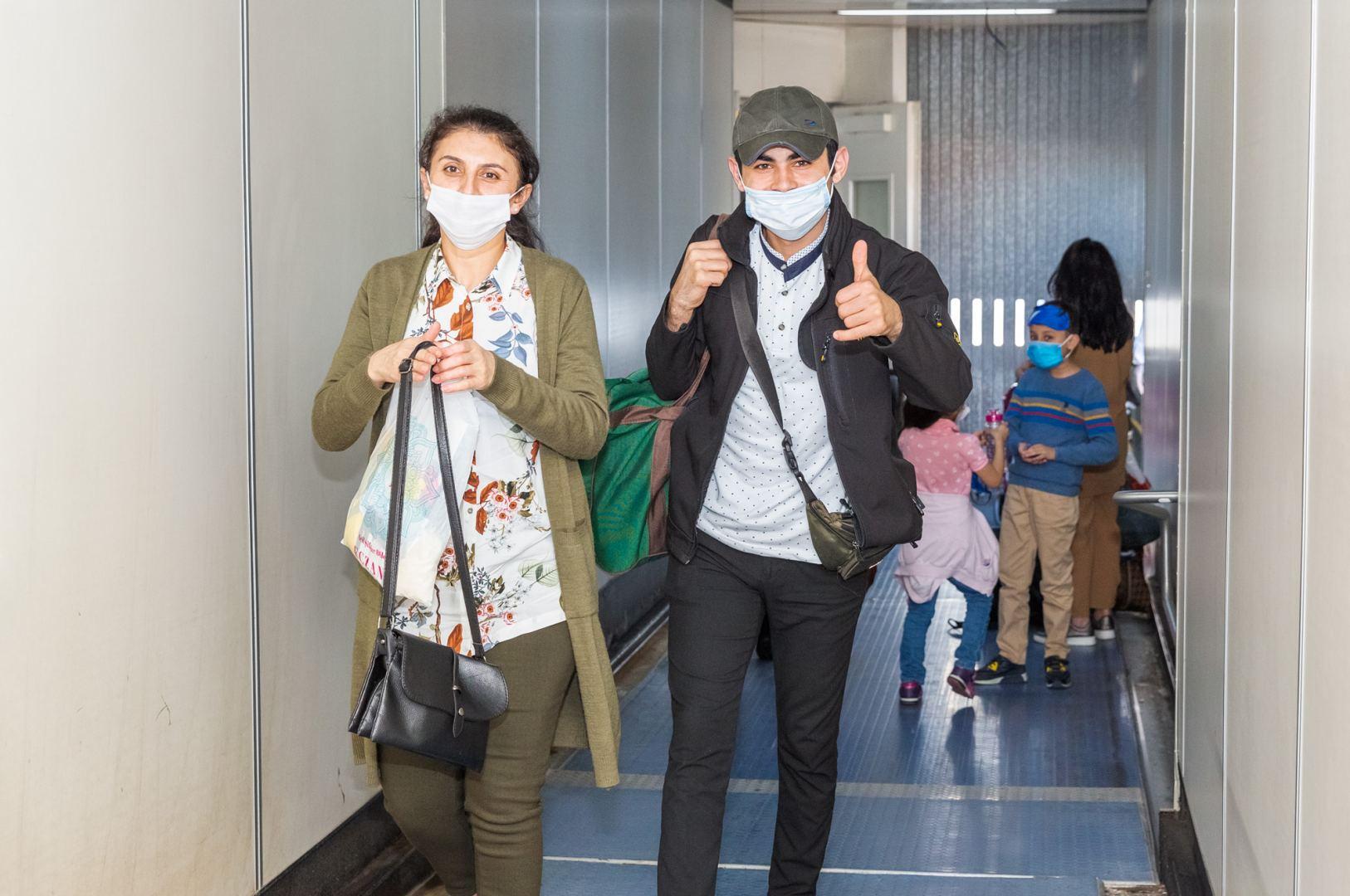 Из Стамбула в Баку чартерным рейсом AZAL доставлено еще 178 граждан Азербайджана (ФОТО) - Gallery Image