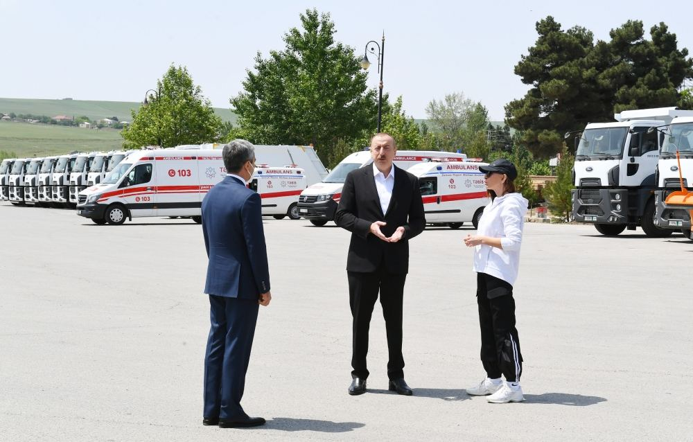 President Ilham Aliyev, First Lady Mehriban Aliyeva view transport vehicles and special machinery allocated to Shamakhi district (PHOTO/VİDEO)
