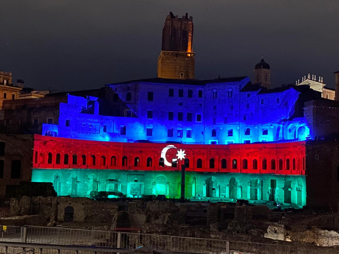 Mercati di Traiano monumental complex of Ancient Rome lit with colors of Azerbaijani flag (PHOTO) - Gallery Image