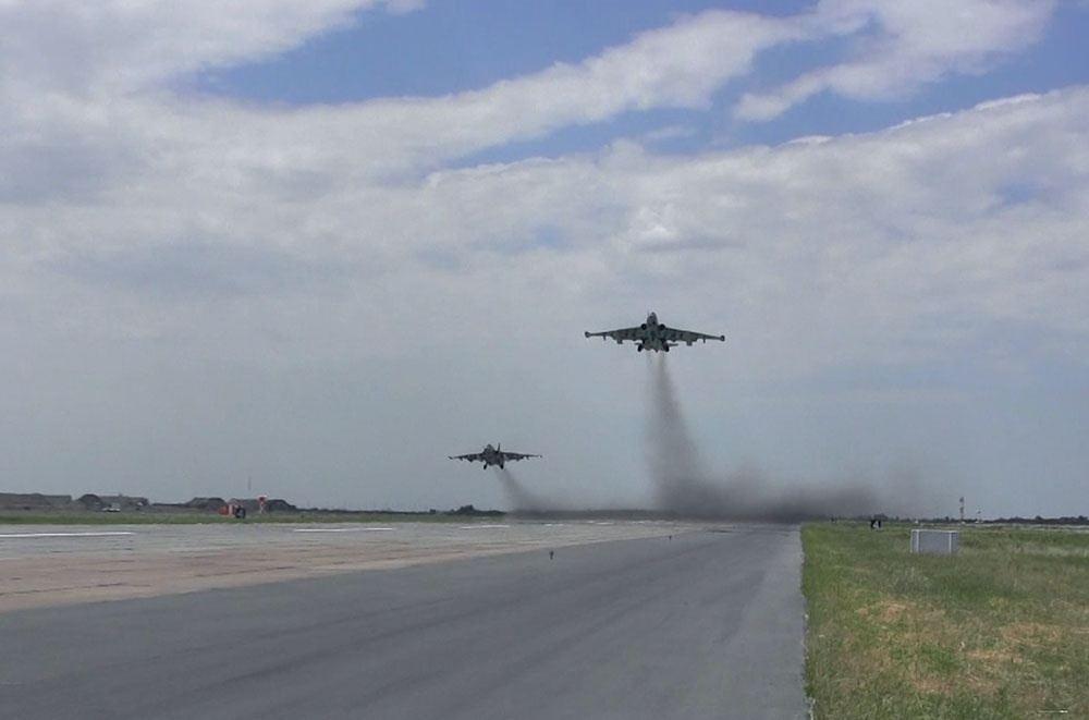 Azərbaycan HHQ-nin aviasiyası döyüş atışlı taktiki-uçuş təlimləri keçirib (FOTO/VİDEO) - Gallery Image