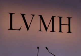 LVMH backs down on renegotiating Tiffany deal