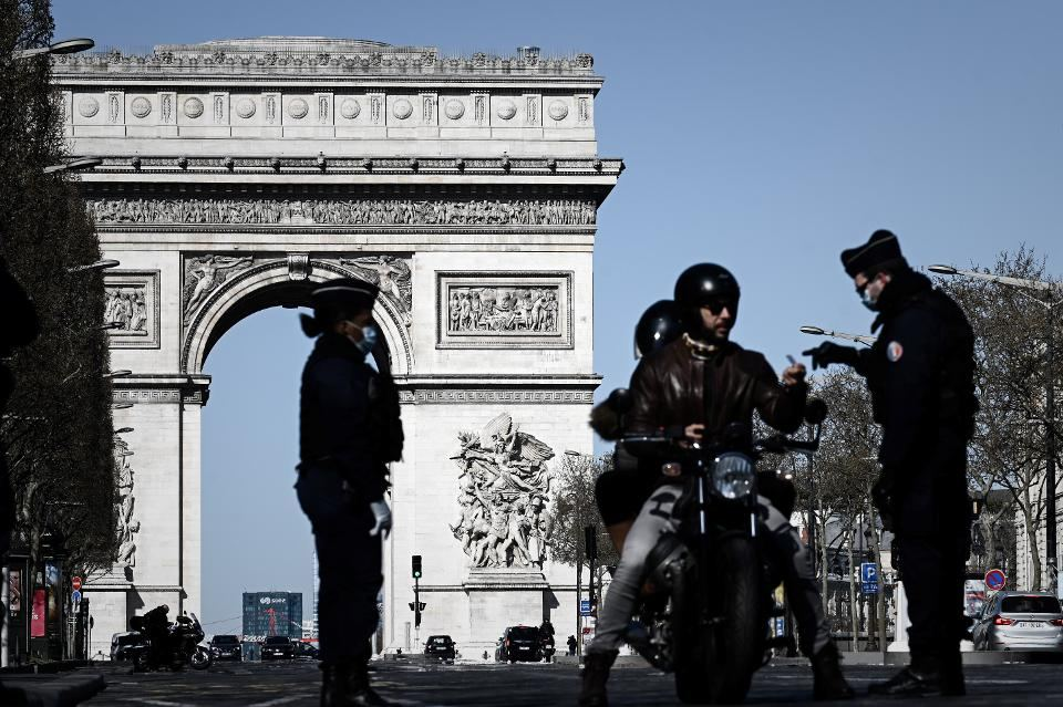 France adds 12,923 COVID-19 cases, 216 deaths