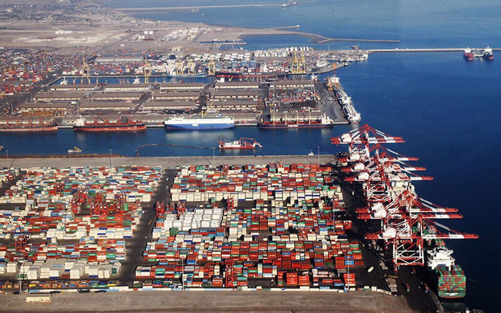 Volume of cargo loaded and unloaded via Iran's Abadan port revealed