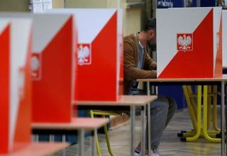 Final poll shows dead beat in Poland's run-off presidential election