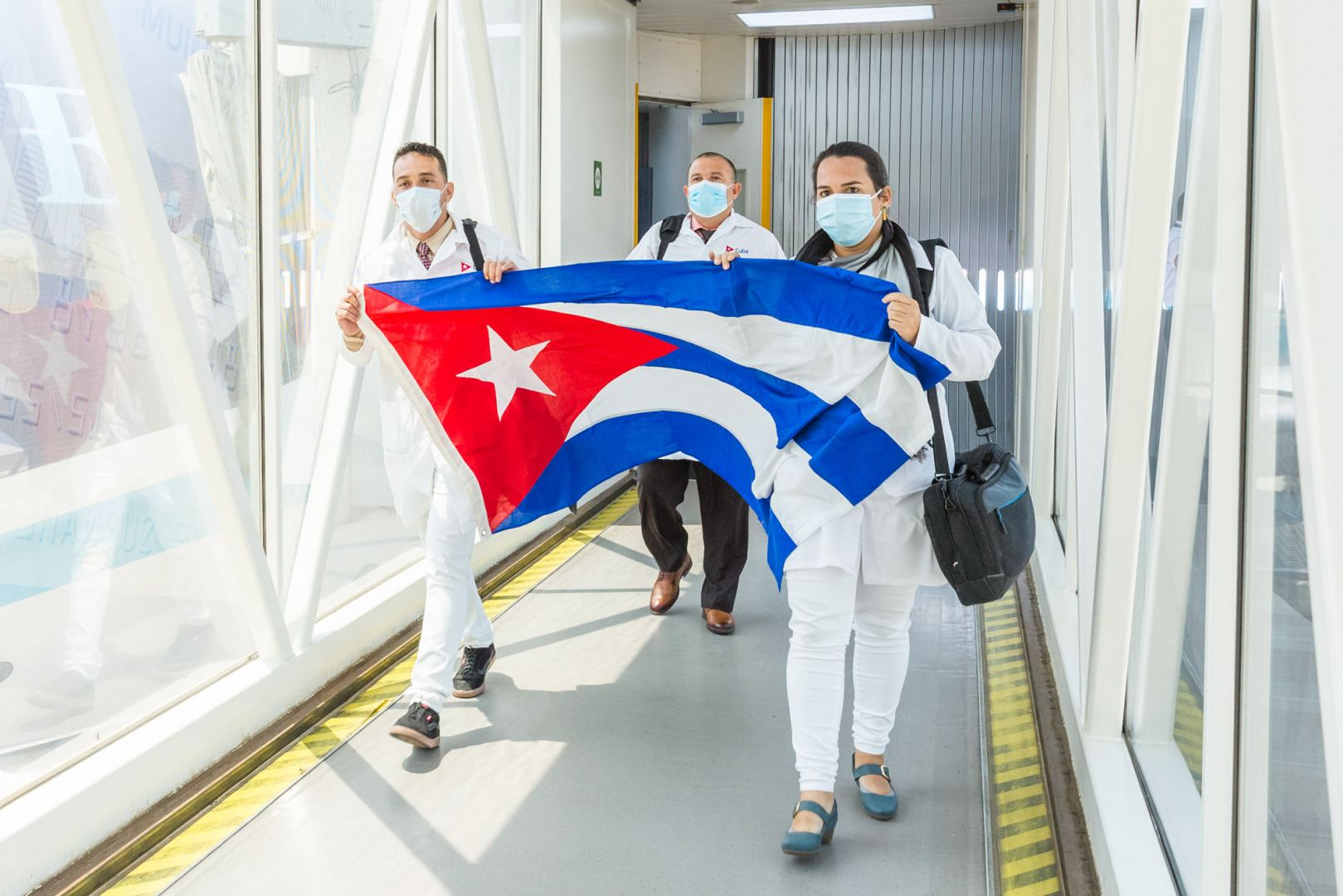 AZAL deliveres doctors from Cuba to Baku (PHOTO) - Gallery Image