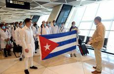 В Азербайджан прибыли 115 кубинских медиков, специализирующихся в сфере борьбы с COVID-19 (ФОТО) - Gallery Thumbnail