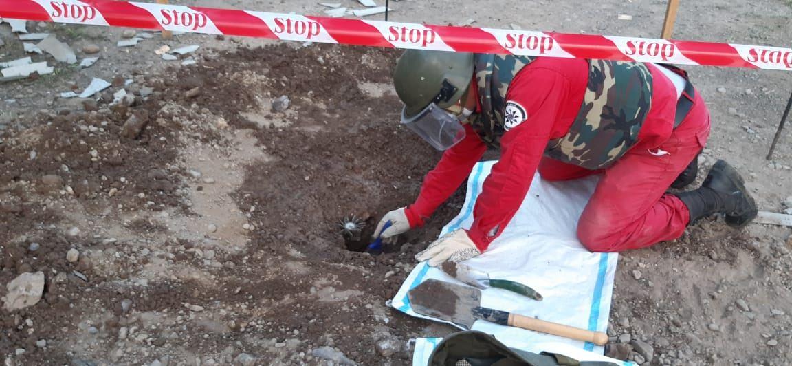 Tovuz rayonunda 82 mm-lik minaatan mərmisi aşkar olunub (FOTO) - Gallery Image