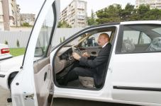 Azerbaijani president, first lady attend ceremony to give out apartments, cars to martyr families, war disabled in Baku (PHOTO/VIDEO) - Gallery Thumbnail