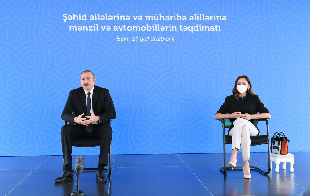 Azerbaijani president, first lady attend ceremony to give out apartments, cars to martyr families, war disabled in Baku (PHOTO/VIDEO)