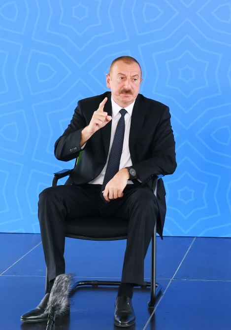 Azerbaijani president, first lady attend ceremony to give out apartments, cars to martyr families, war disabled in Baku (PHOTO/VIDEO) - Gallery Image