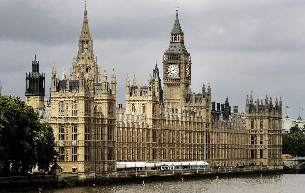 Британское правительство планирует крупнейшее за десятилетия повышение налогов