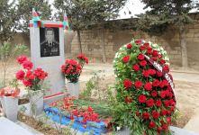 Müdafiə Nazirliyinin nümayəndə heyəti hərbi pilot Rəşad Atakişiyevin məzarını ziyarət edib (FOTO) - Gallery Thumbnail