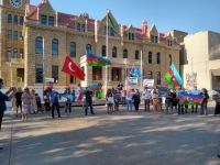 В центре канадского Калгари возвышен государственный флаг Азербайджана (ФОТО) - Gallery Thumbnail