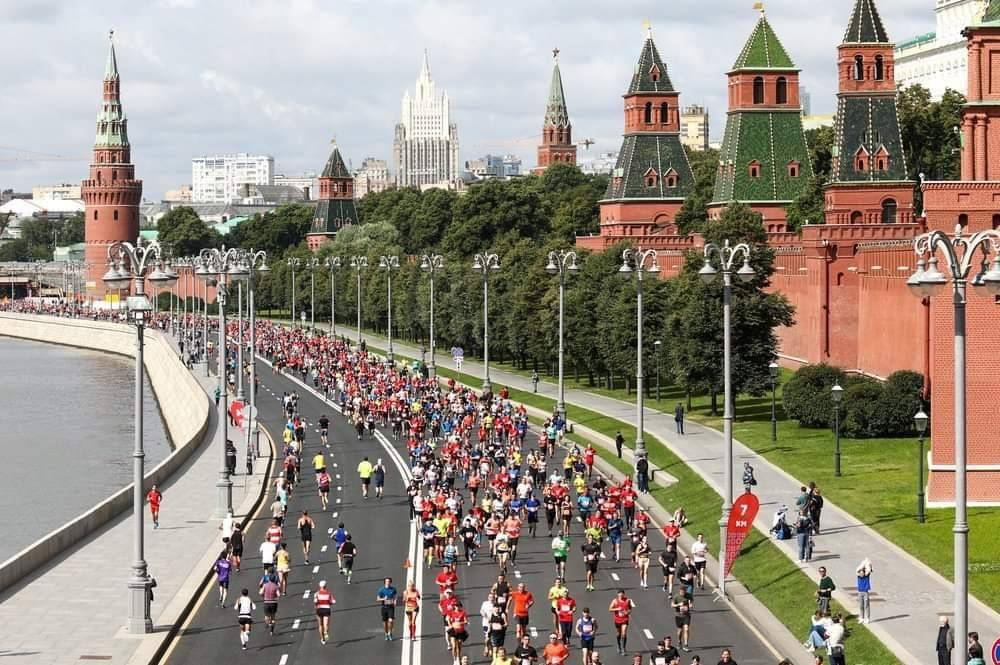 Runners told to observe social distancing in Moscow half-marathon