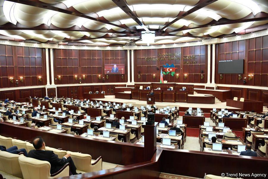 Началось пленарное заседание парламента Азербайджана