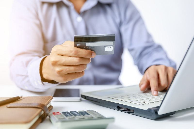 Turnover on payment cards in Azerbaijan spikes by late February 2021