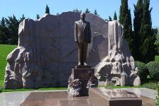 Azərbaycan və Türkiyə Müdafiə Nazirliklərinin rəhbərliyi Fəxri xiyabanı və Şəhidlər xiyabanını ziyarət ediblər (FOTO) - Gallery Thumbnail
