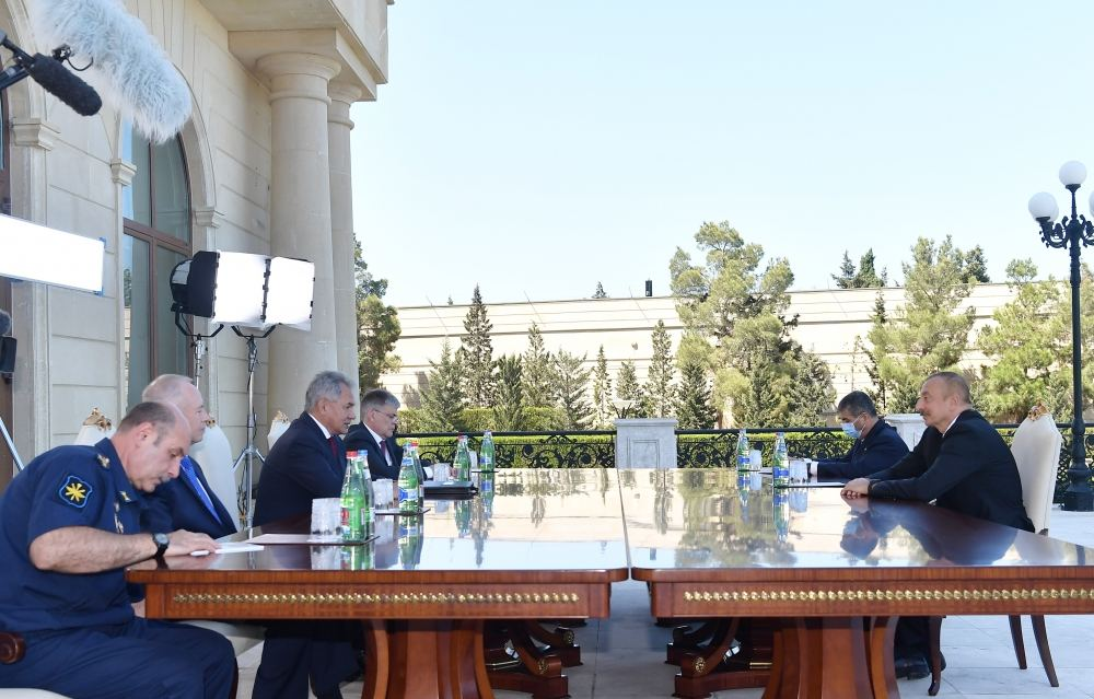 President Ilham Aliyev receives delegation led by Russian defense minister (PHOTO)