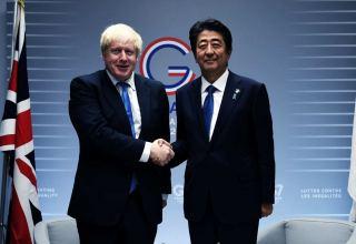 Синдзо Абэ поблагодарил Джонсона за положительную оценку его премьерства
