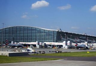 Heathrow taps bond markets, eyes further cost cuts to weather COVID-19