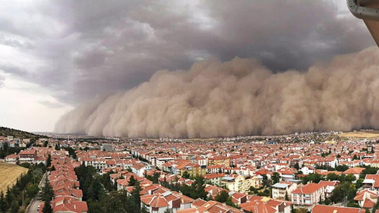 Strong dust storm hampers life in Ankara