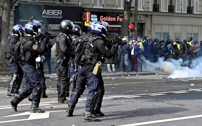 В Европе протестующие подвергаются полицейскому насилию, но эти вопросы остаются вне обсуждений — депутат