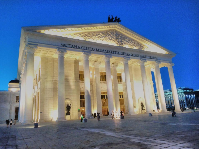 Работу театров и уличных кинотеатров разрешили в Казахстане