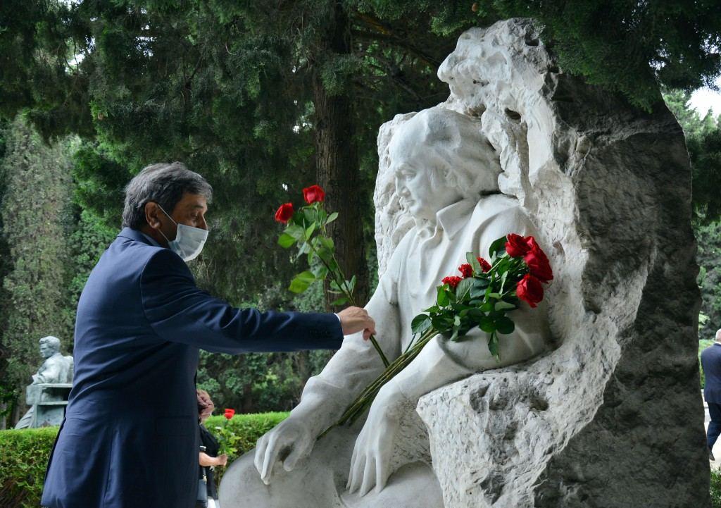 В Баку почтили память Узеира Гаджибейли и Муслима Магомаева (ФОТО) - Gallery Image