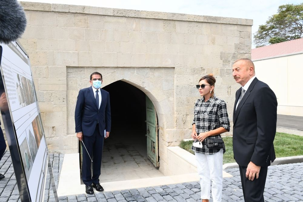 Azerbaijani president, first lady view landscaping work carried out in Balakhani settlement (PHOTO) - Gallery Image