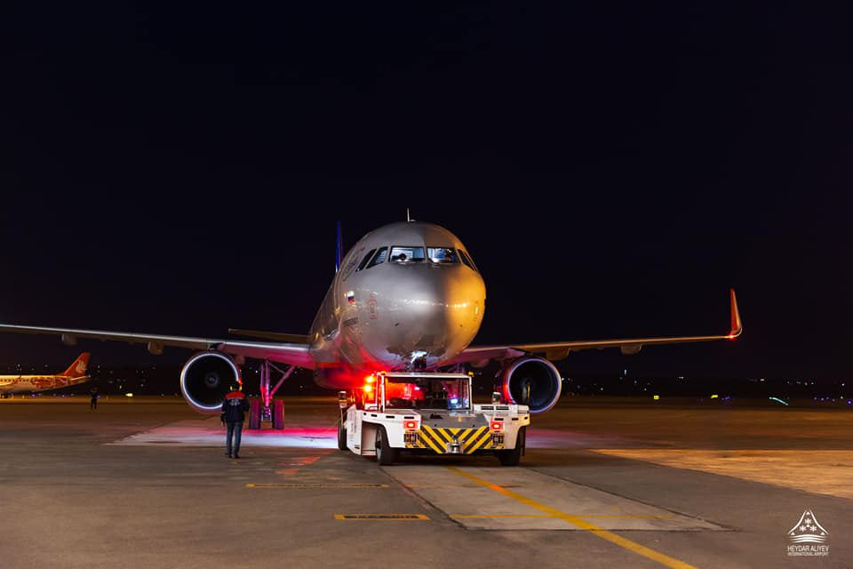 Rusiya aviaşirkəti aylar sonra Bakıya ilk uçuşunu etdi (FOTO) - Gallery Image